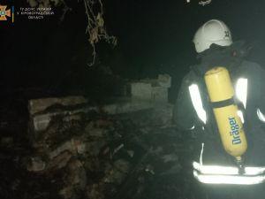 Кіровоградщина: У Ганнівці серед ночі спалахнув сарай з соломою
