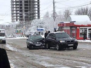 На Соборній Renault зіткнувся з BMW (ФОТО)