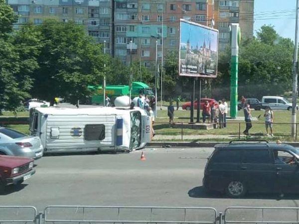 У Кропивницькому сталася ДТП за участі швидкої допомоги (ВІДЕО)