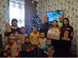 Малята з дитячих будинків сімейного типу отримали смаколики на Різдво