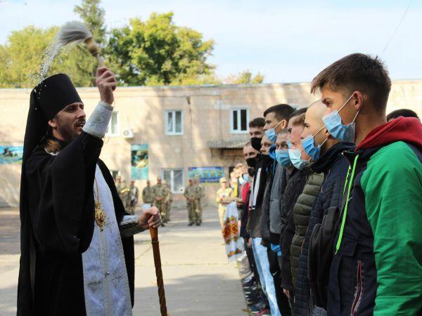 Єпископ Марк благословив майбутніх захисників України на добру службу Вітчизні