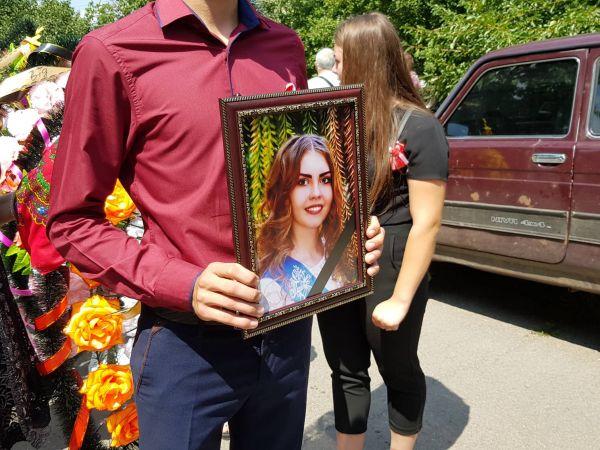 Кіровоградщина: Діану поховали, а вбивцю не знайшли