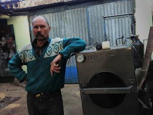 Народний умілець з Кіровоградщини винайшов котел, що працює на смітті