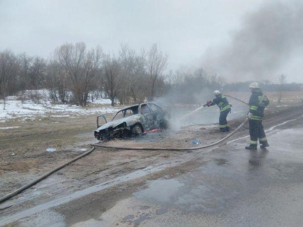 Кіровоградська область: У Долинському районі на трасі загорівся автомобіль