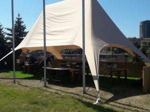 У Кропивницькому на газоні Набережної облаштували літнє кафе (ВІДЕО)