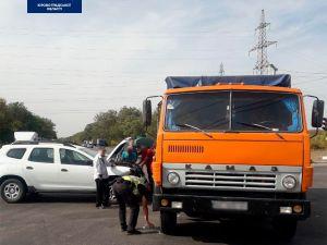 Кропивницький: За містом сталася ДТП за участі КАМАЗа (ФОТО)