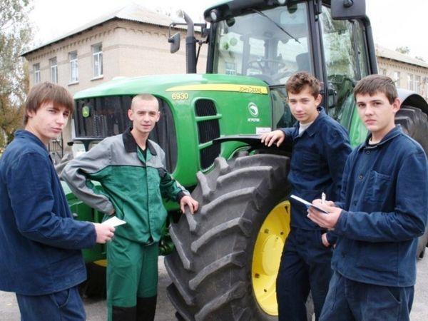 Цьогоріч близько тридцяти мешканців Кіровоградщини здобули професію тракториста