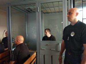 Кропивницький: До Ленінського райсуду привезли підозрюваного у вбивстві Діани (ФОТО)