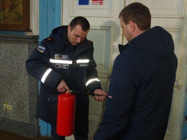 Кропивницькі рятувальники перевіряють храми на пожежну безпеку