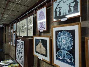 """У Кропивницькому відкрилася виставка робіт, виконаних у техніці """"витинанка"""" (ФОТО)"""