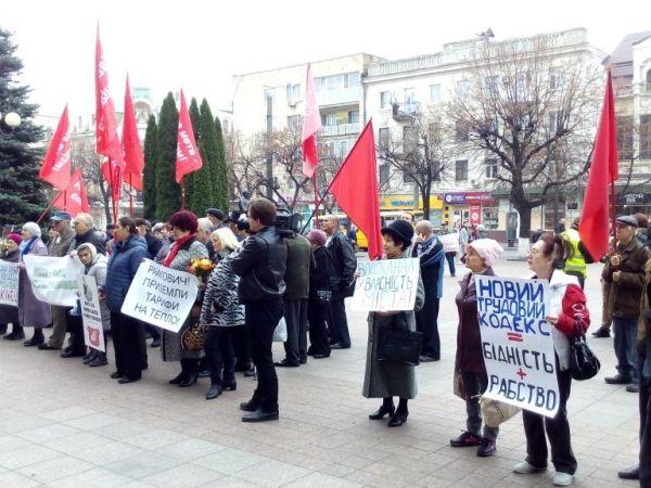 У Кропивницькому відбувся мітинг під червоними прапорами (ФОТО)