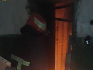 Кропивницький: На Миколаївці у шахті ліфта зайнялося сміття