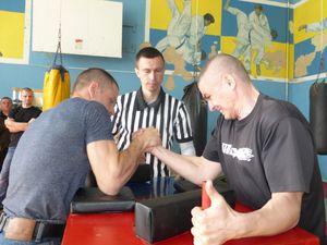 Кропивницькі рятувальники взяли участь у змаганнях з армреслінгу (ФОТО)