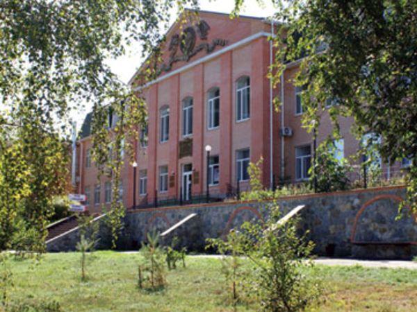 Яку назву дали скверу між Апеляційним судом та лікарнєю у Кропивницькому?