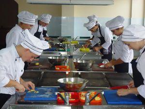 Кіровоградщина: Безробітні з інвалідністю навчаються на кухаря, перукаря та бухгалтера