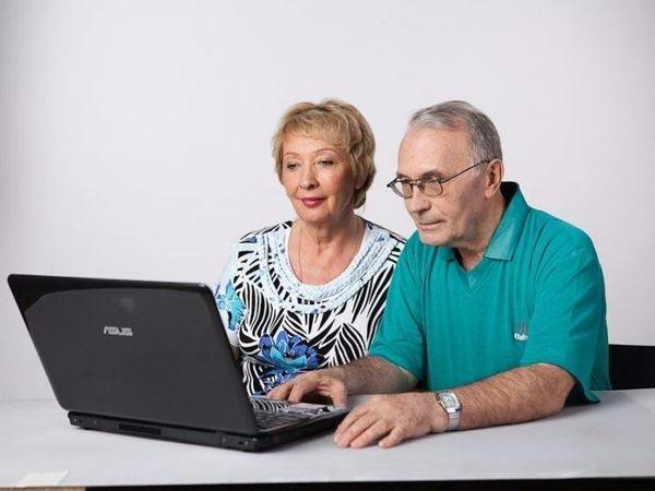 Чи виплачувати вихідну допомогу при звільнені пенсіонеру?