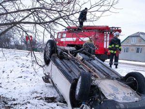 Добровеличківський район: Автомобіль Nissan перевернувся та вилетів у кювет
