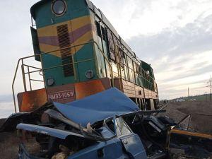 Кіровоградщина: У Новомиргороді на залізниці загинув тридцятирічний водій авто