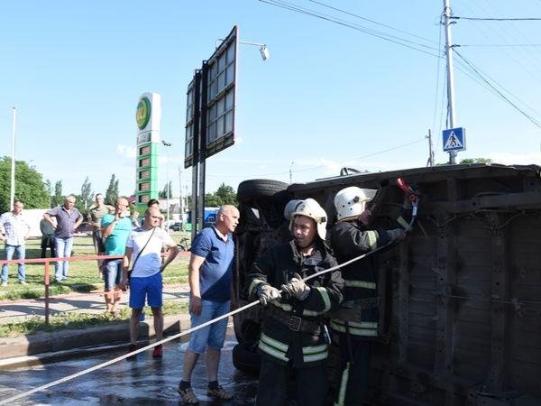 Кропивницький: Рятувальники ліквідували наслідки ДТП на Вокзальній