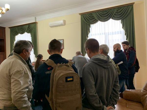 У Кропивницькому активісти попросили міськраду скликати позачергову сесію
