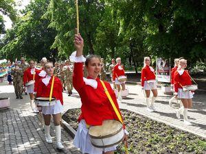 """У Кропивницькому делегації  """"Калинового співу"""" пройшлися ходою центральною вулицею (ФОТО)"""