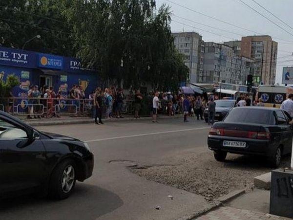 Кропивницький: У спальному районі авто збило 52-річну жінку (ВІДЕО)