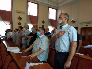 Депутати міської ради розпочинають сесійне засідання (ВІДЕО)