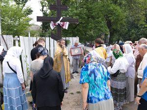Духовенство и прихожане Благовещенского храма отслужили праздничный молебен в честь Петра и Павла