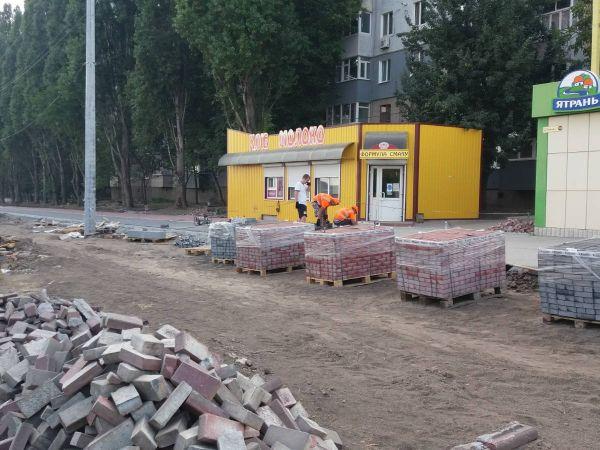 Залишились хліб і ковбаса. Як проводиться ремонт вулиці Полтавської (ФОТО)