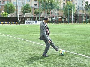 Посол ЄС зіграв у футбол з дітьми Київщини