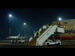 Літак для евакуації українців вилетів до Китаю (ВІДЕО)