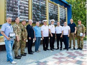 """Середній десантний корабель """"Юрій Олефіренко"""" отримав привітання від кропивничан"""