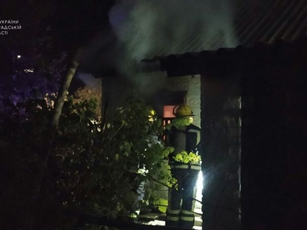 Кіровоградщина: У селі Цвітне під час пожежі чоловік отримав опіки ніг