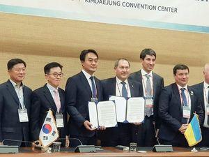 Що роблять у Кореї міський голова Кропивницького та двоє очільників Кіровоградщини (ФОТО)