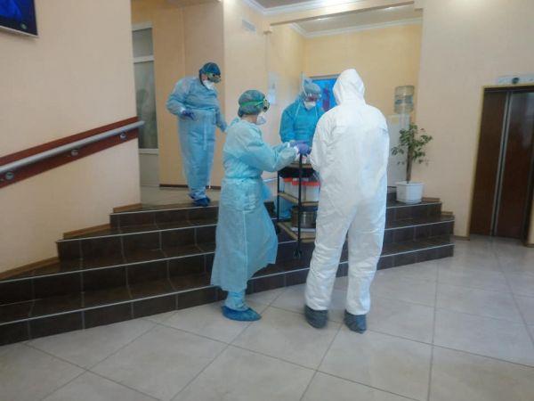 Людей, які перебувають в обсервації, постійно тестують на коронавірус (ВІДЕО)
