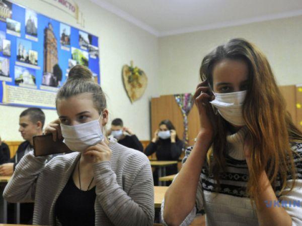 В Україні учнів випускних класів повернуть до очного навчання