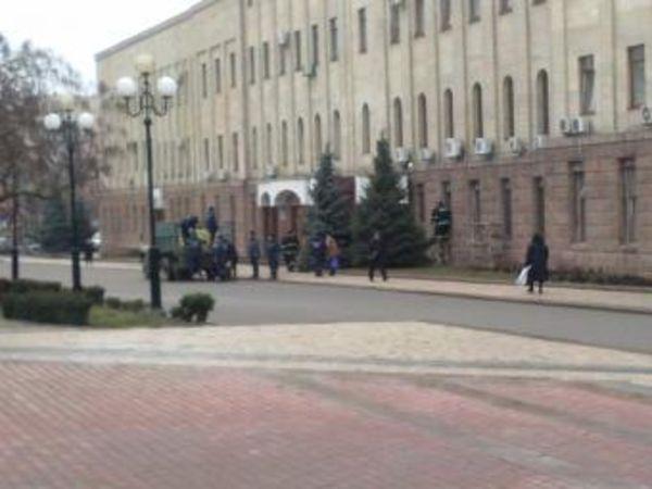 Кировоградскую облгосадминистрацию снова баррикадируют (ФОТО)