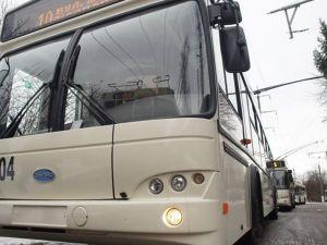 У Кропивницькому тролейбус на автономному ходу зніс стовб
