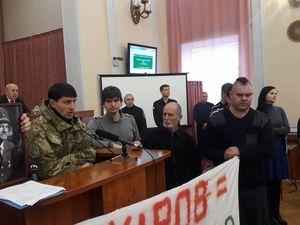"""""""Викиньте ката з нашого життя!"""" - громадські активісти вимагають від депутатів перейменувати раду"""