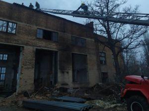 Кіровоградська область: В райцентрі чоловік мало не загинув під металевою конструкцією (ФОТО)
