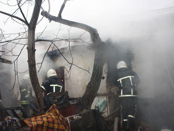 Кіровоградська область: У селі Новий Стародуб загорілася хата з макухою