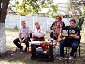 Кіровоградщина: відомий бард виступив у садибі корифеїв українського театру (ФОТО)