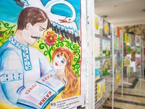 В ОДА відкрилася виставка дитячих малюнків, які розповідають про світ без насильства