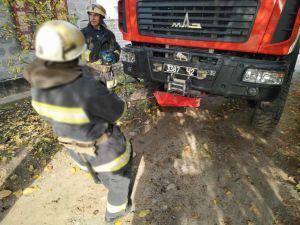 Кіровоградщина: Автомобіль RENAULT Trafic потрапив у яму на дорозі