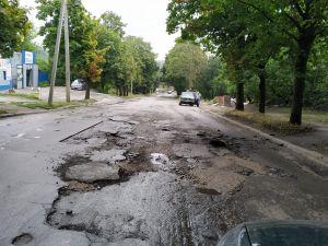 На вулиці Київській асфальт змило у Інгул