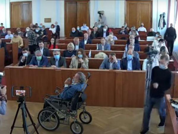 Кропивницький: Чого вимагав чоловік на інвалідному візку на сесії міської ради?