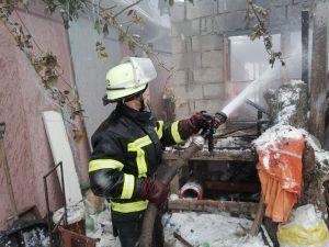 Кіровоградщина: У селі Войнівка чоловік отримав опіки ніг під час пожежі