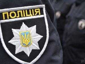 У Кропивницькому компанія п'яних друзів напала на поліцейського