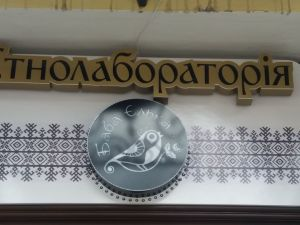 Кіровоградщина: Мешканка села Цибулеве передає до етномузею виткане рядно (ВІДЕО)