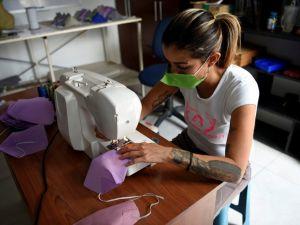 У Кропивницькому швейна фабрика потребує працівників для пошиття масок